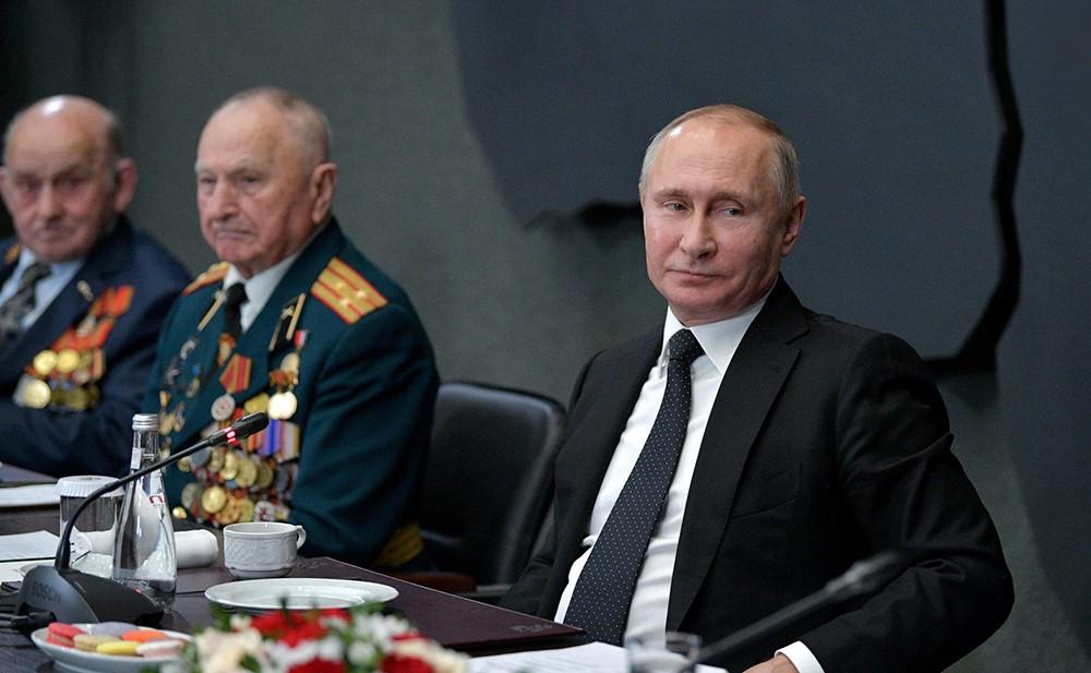 Владимир Путин на встрече с ветеранами