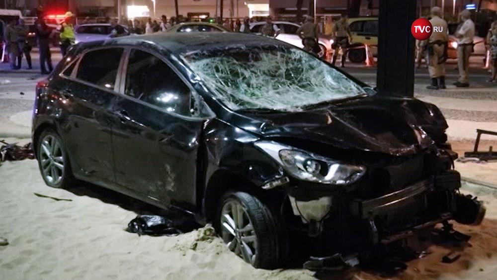 Автомобиль въехавший в толпу людей в Рио-де-Жанейро