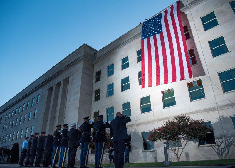 Флаг США на здании Пентагона