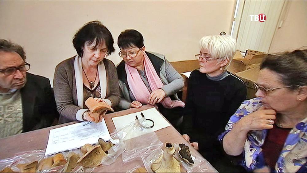 Специалисты изучают археологические находки в Крыму