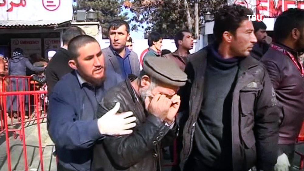 Жители Афганистана на месте взрыва