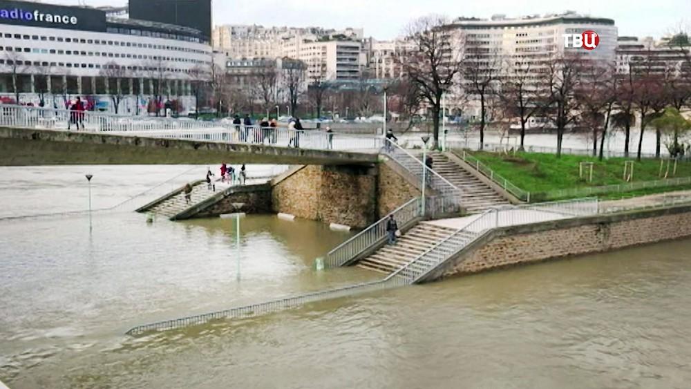 Последствия наводнения в Париже