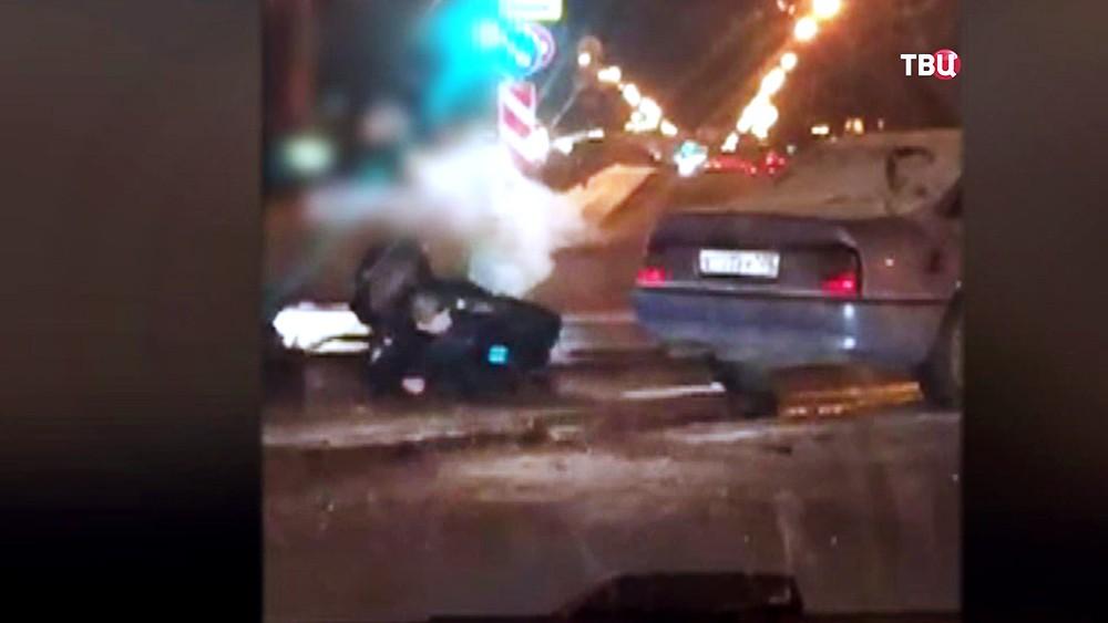 Раненный полицейских на месте задержания грабителей в Санкт-Петербурге