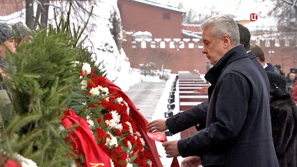 Юбилей Сталинграда: Сергей Собянин возложил цветы кМогиле Неизвестного бойца