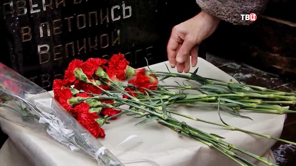 Возложение цветов к воинскому мемориалу