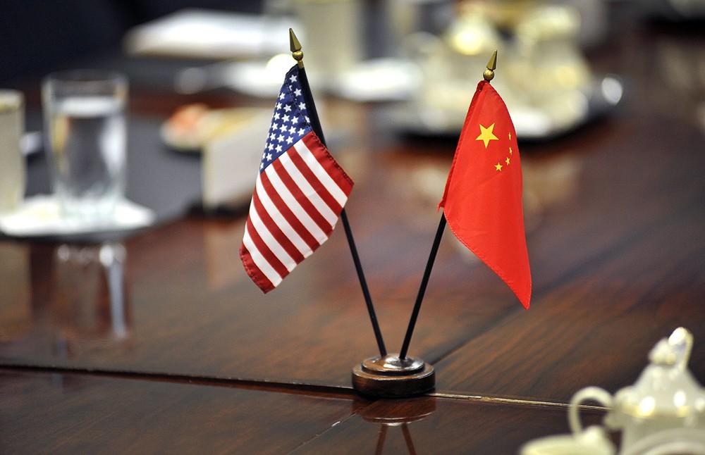 Флаги КНР и США
