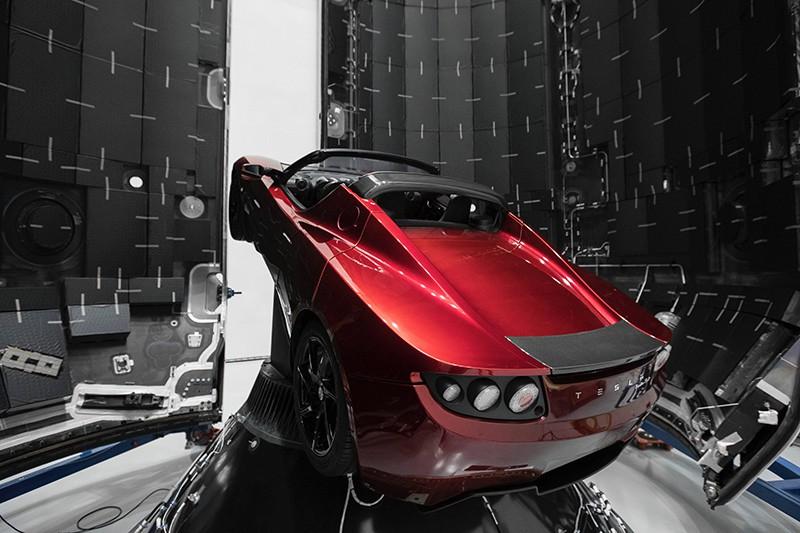 Автомобиль Tesla Roadster