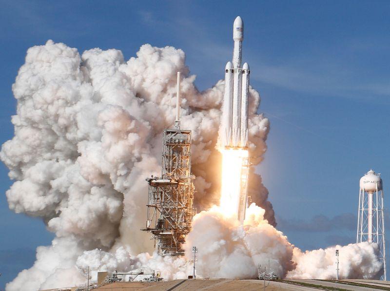 Старт ракеты Falcon Heavy