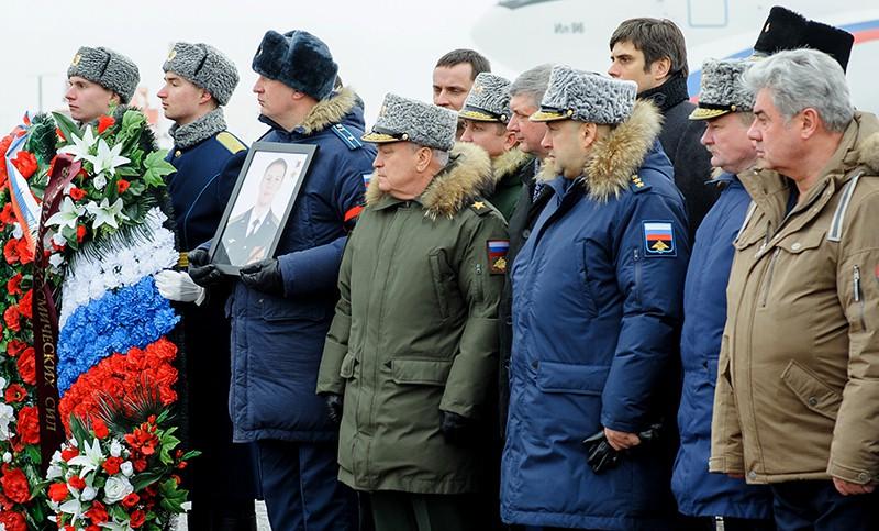 Военнослужащие на церемонии прощания с летчиком Романом Филиповым