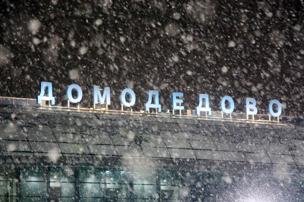 """Снегопад в аэропорту """"Домодедово"""""""