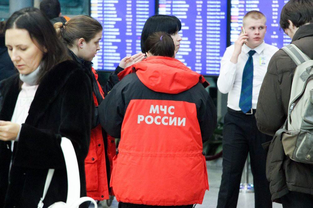 Спасатели МЧС России в аэропорту