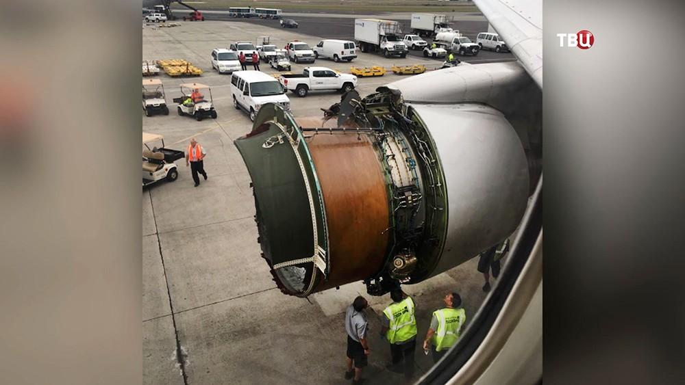 Разрушившийся двигатель Boeing