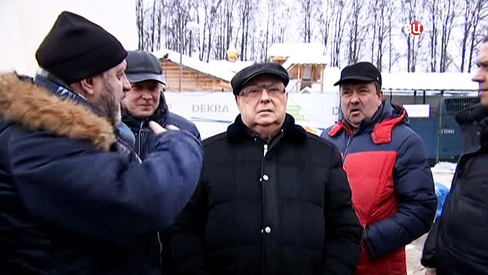 Владимир Ресин осмотрел ход строительства нового храма
