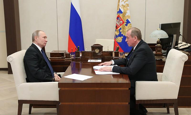 Президент России Владимир Путин и губернатор Иркутской области Сергей Левченко