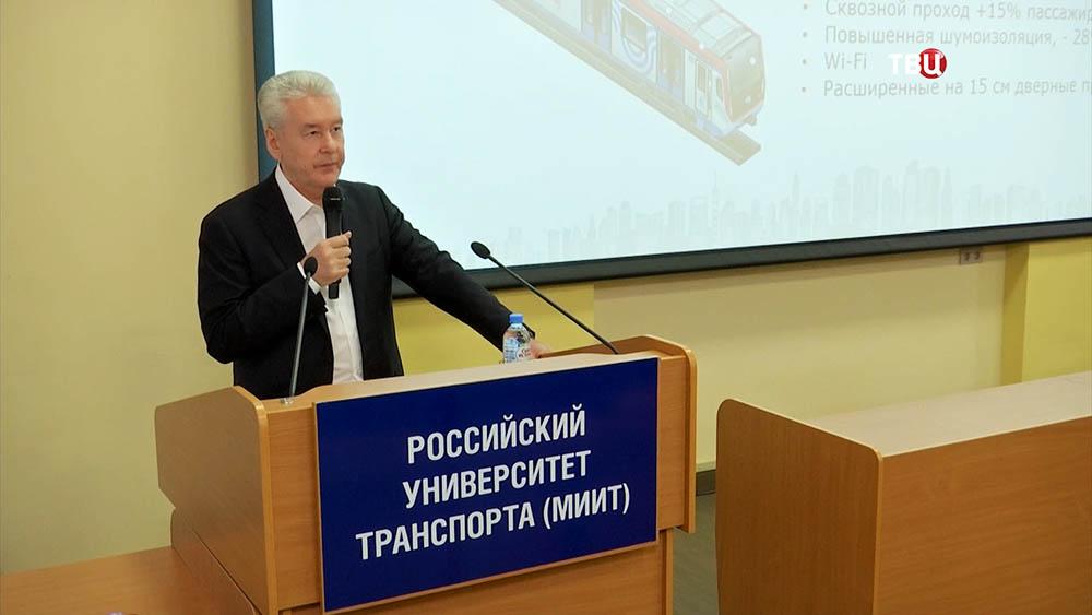 Сергей Собянин выступает перед студентами в Российском университете транспорта