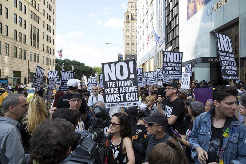 Участники акции протеста против президента США Дональда Трампа