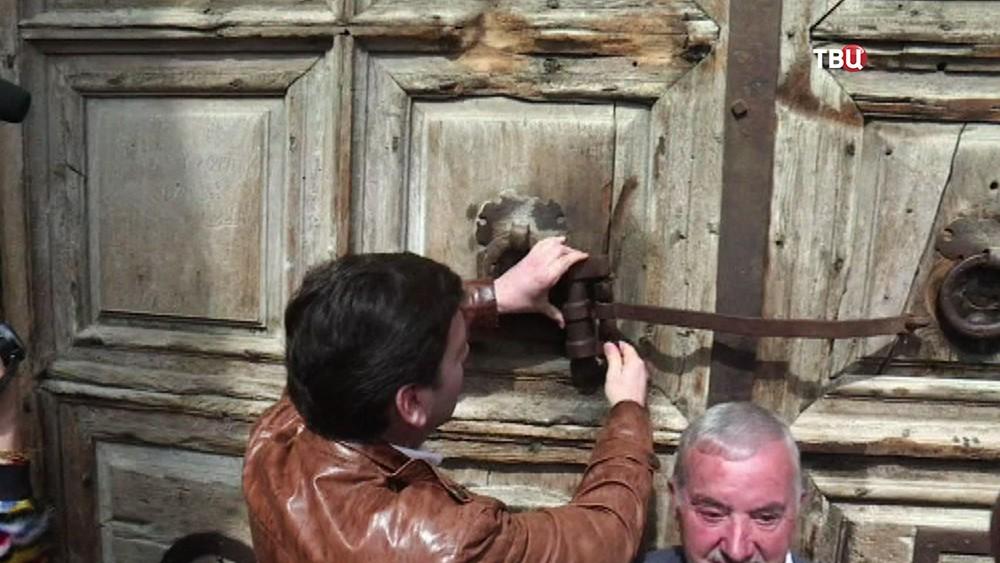 Закрытие Храма гроба Господня в Иерусалиме