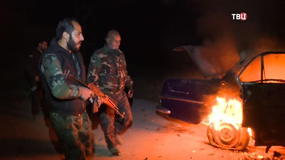 Военнослужащие армии Сирии на месте взрыва
