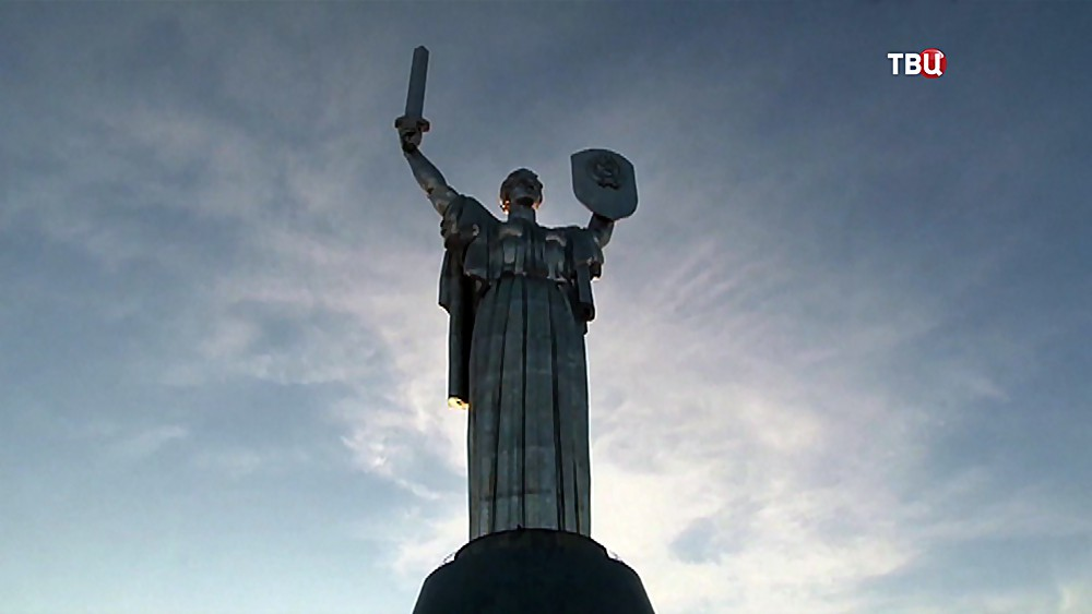 """Монумент """"Родина-мать"""" в Киеве"""