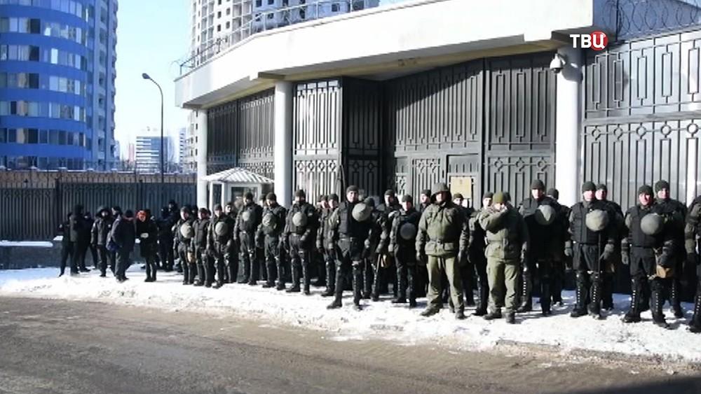 Полиция Украины у здания российского консульства в Одессе