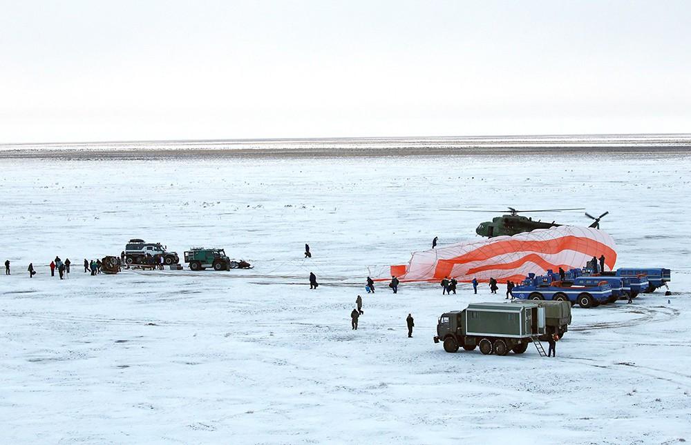 """Приземление спускаемого аппарата корабля """"Союз МС-06"""""""