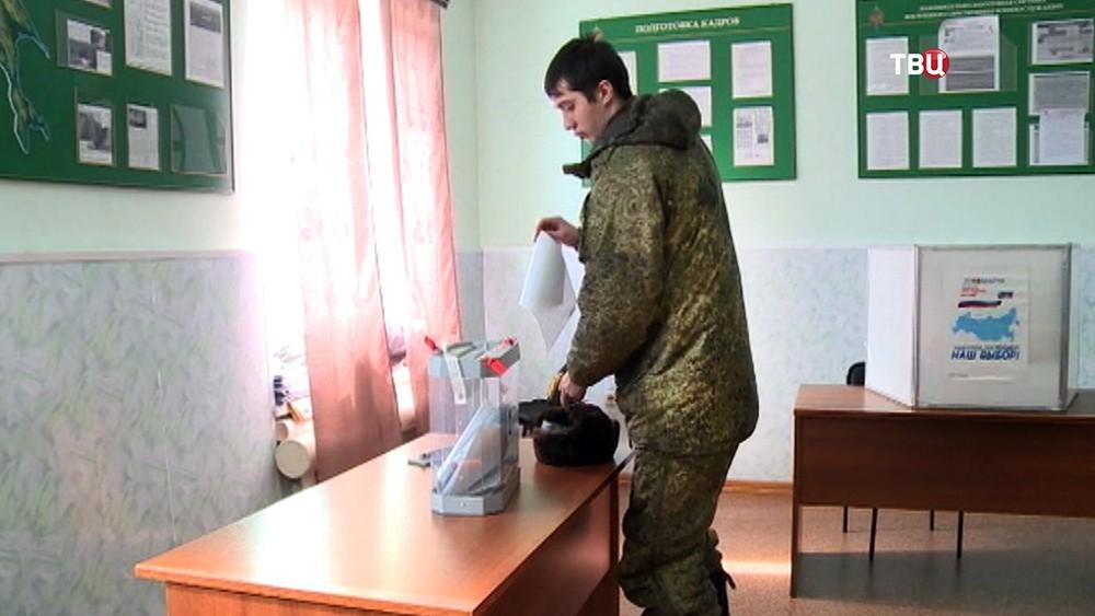 Военнослужащие приняли участие в досрочном голосовании