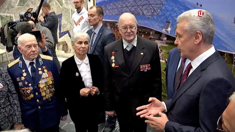 Сергей Собянин общается с ветеранами