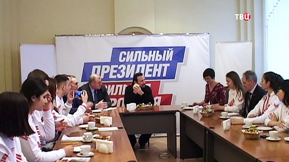 Доверенное лицо Владимира Путина Стас Михайлов на встрече с активом