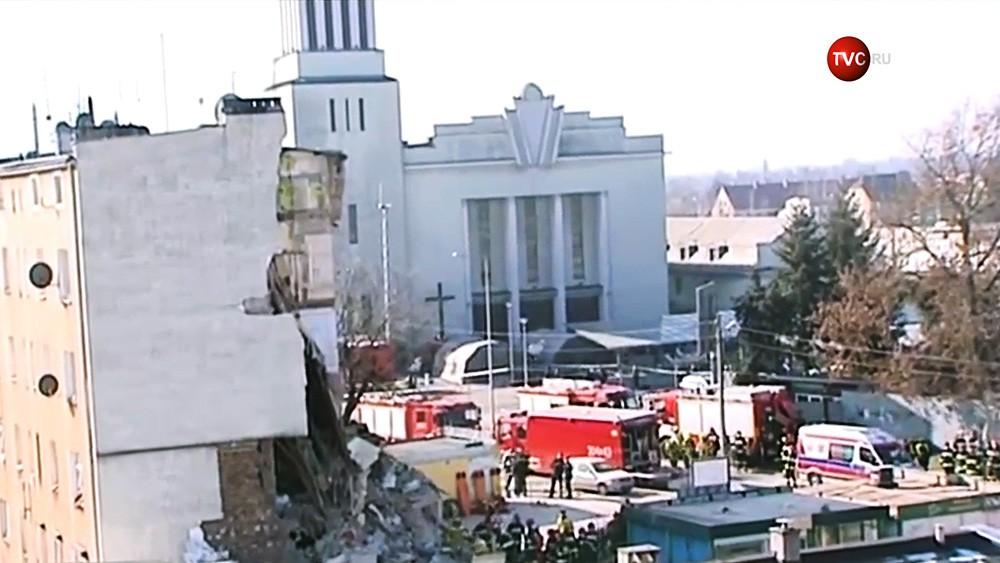 Последствия обрушения жилой дом в Познани