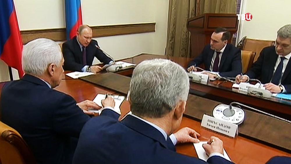 Владимир Путин на совещании по вопросам социально-экономического развития Дагестана