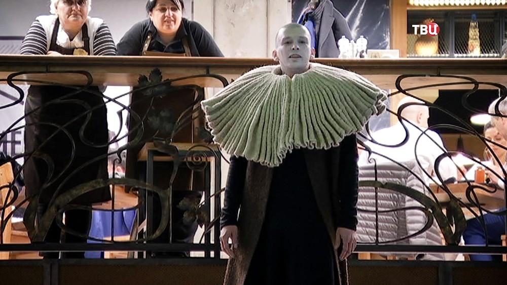 Театральный спектакль на рынке