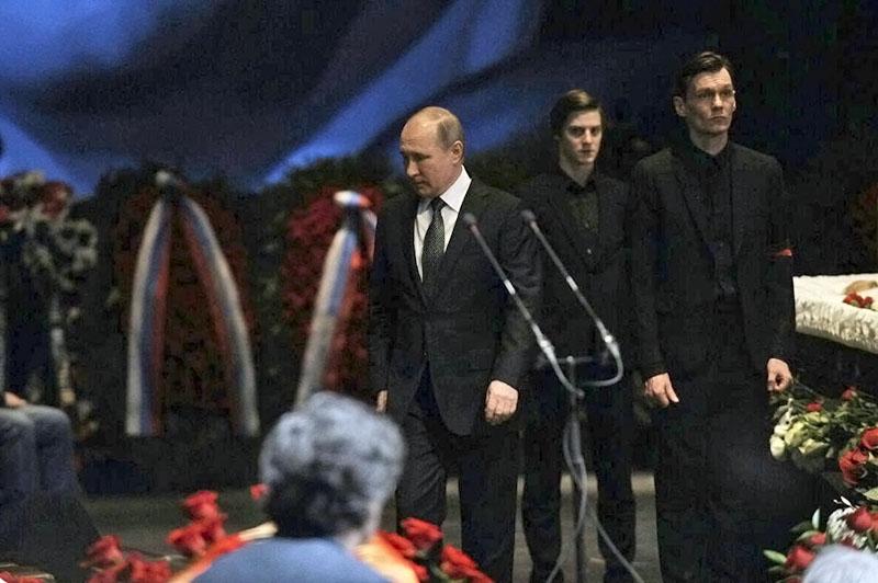 Владимир Путин на церемонии прощания с актёром и режиссёром Олегом Табаковым