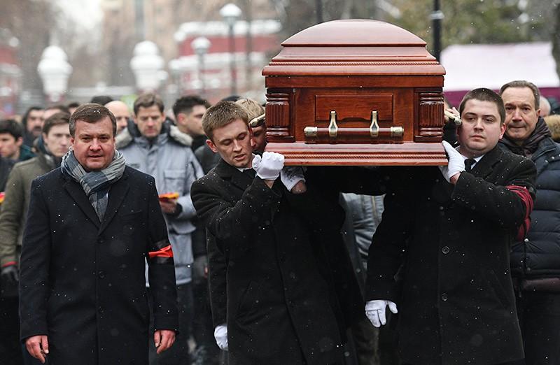 Похороны актера и режиссера Олега Табакова на Новодевичьем кладбище в Москве