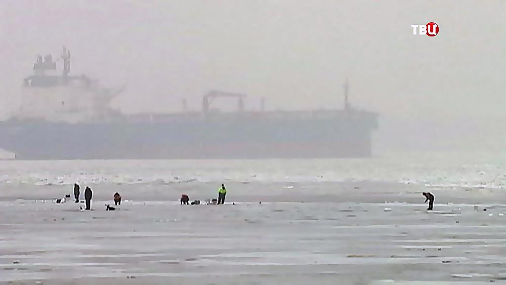 Рыбаки на льдине