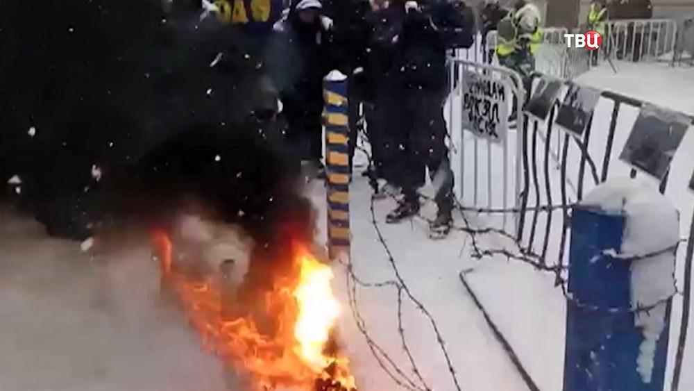Акция протеста радикалов у здания посольства России на Украине