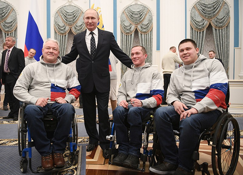 Владимир Путин во время встречи с российскими спортсменами – победителями и призёрами XII Паралимпийских зимних игр в Пхёнчхане