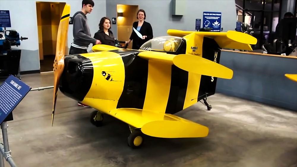 Bumble Bee. Самый маленький самолет в мире. Размах крыльев - 1,68 метра