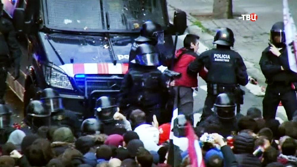 Полиция Испании задерживает протестующих