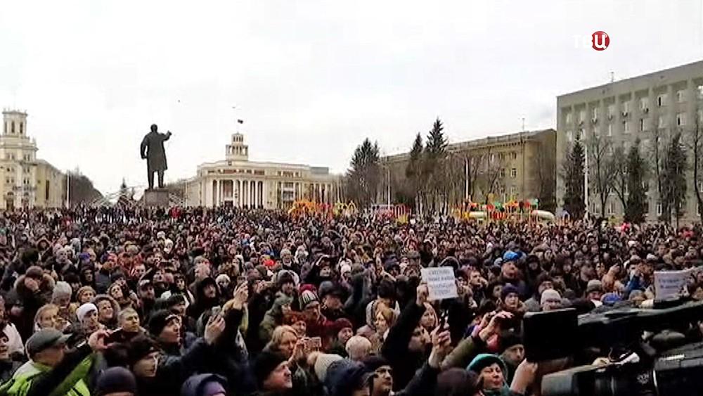 Митинг жителей Кемерова после пожара в торговом центре