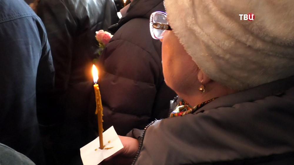 """Панихида в память о жертвах пожара в ТЦ """"Зимняя вишня"""" в Кемерово"""