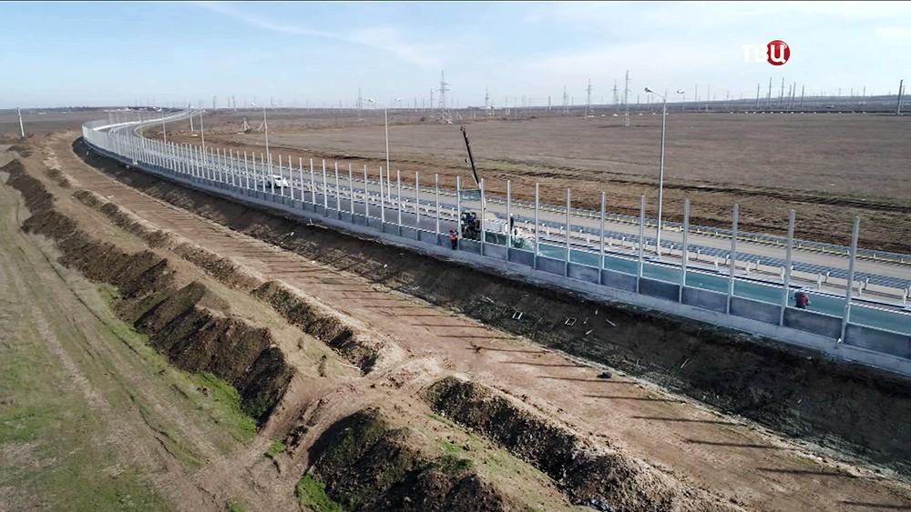 Установка шумозащитных экранов на трассе к Крымскому мосту