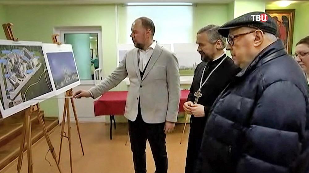 Владимир Ресин проинспектировал площадку, выделенную для постройки в Северном Бутове храмового комплекса в честь святого благоверного князя Дмитрия Донского