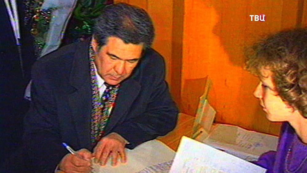 Экс-губернатор Кемеровской области Аман Тулеев на архивных кадрах