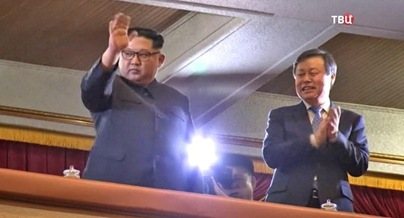Ким Чен Ын на концерте в Пхеньяне