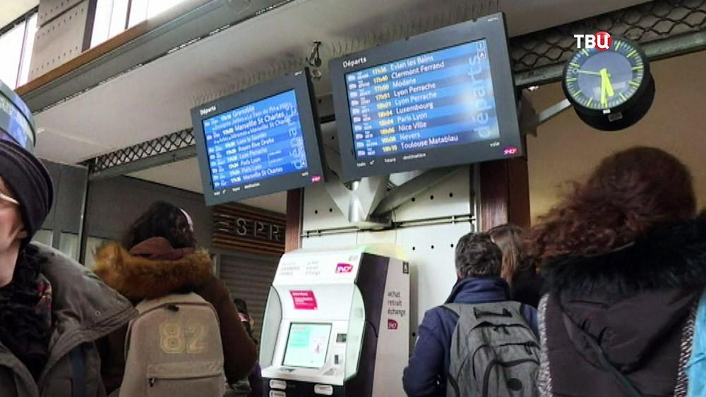 Задержка поездов во Франции