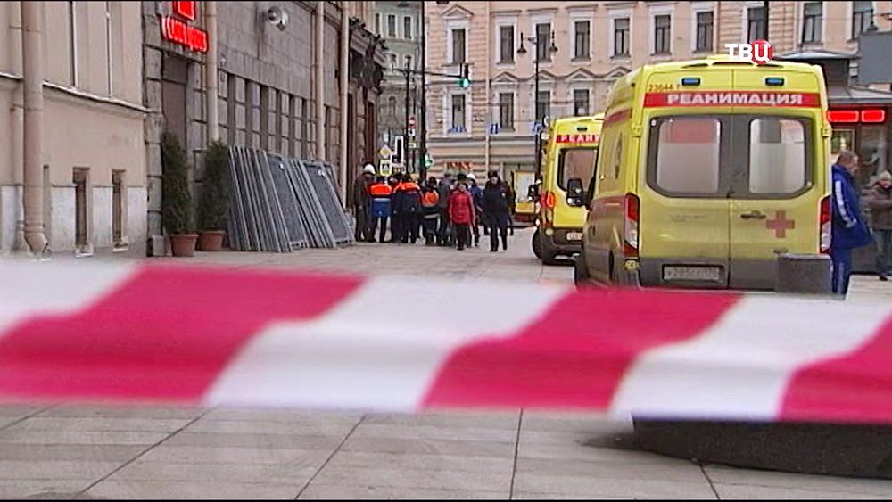 Скорые помощи на месте теракта в Санкт-Петербурге