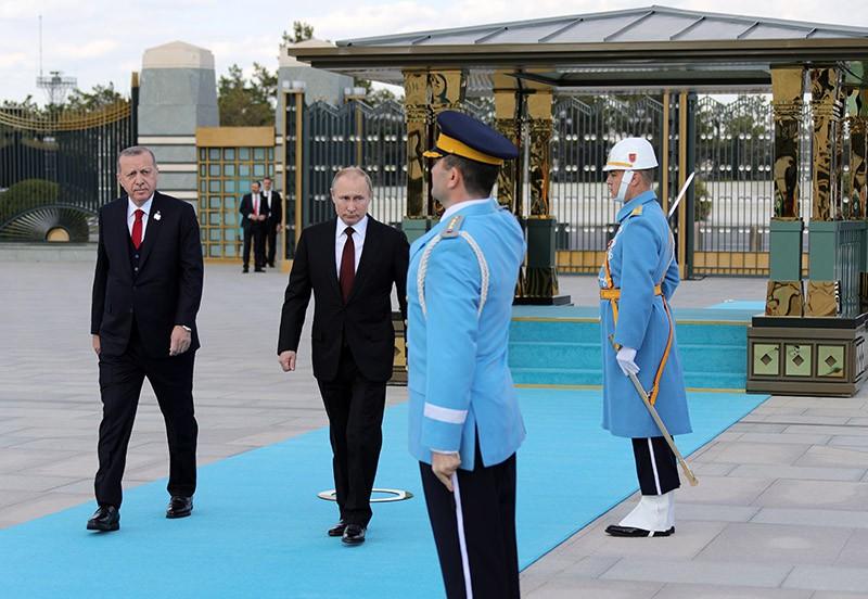 Президент России Владимир Путин и президент Турецкой Республики Реджеп Тайип Эрдоган на церемонии официальной встречи