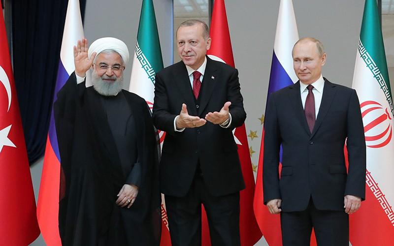 Президент России Владимир Путин, президент Турецкой Республики Реджеп Тайип Эрдоган и президент Исламской Республики Иран Хасан Рухани