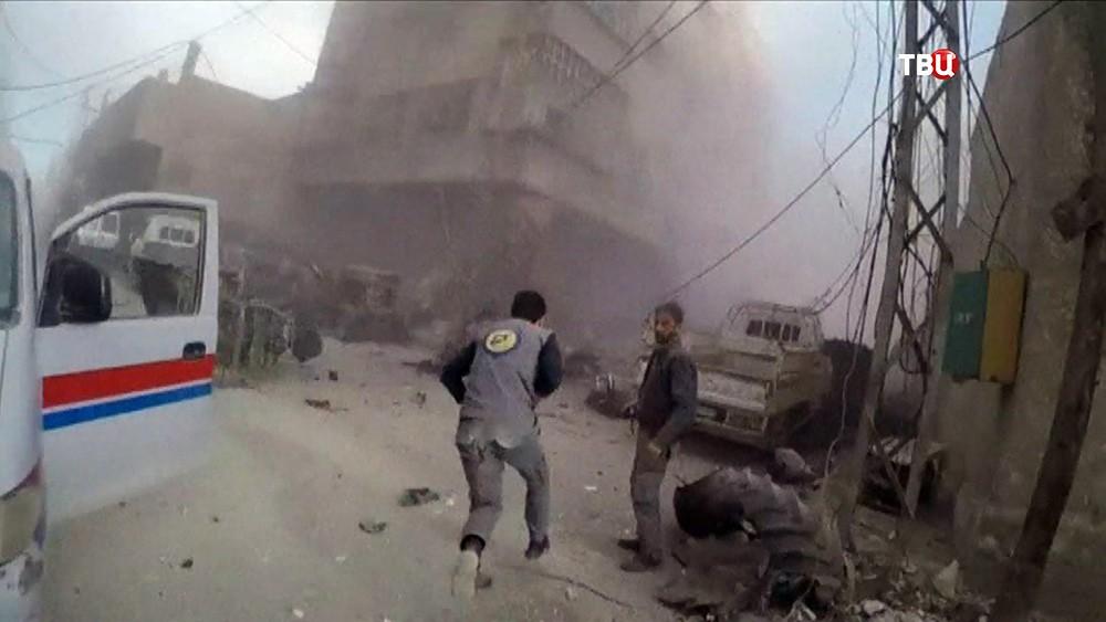 """Активисты """"Белых касок"""", без средств защиты, во время якобы химотаки в Сирии"""