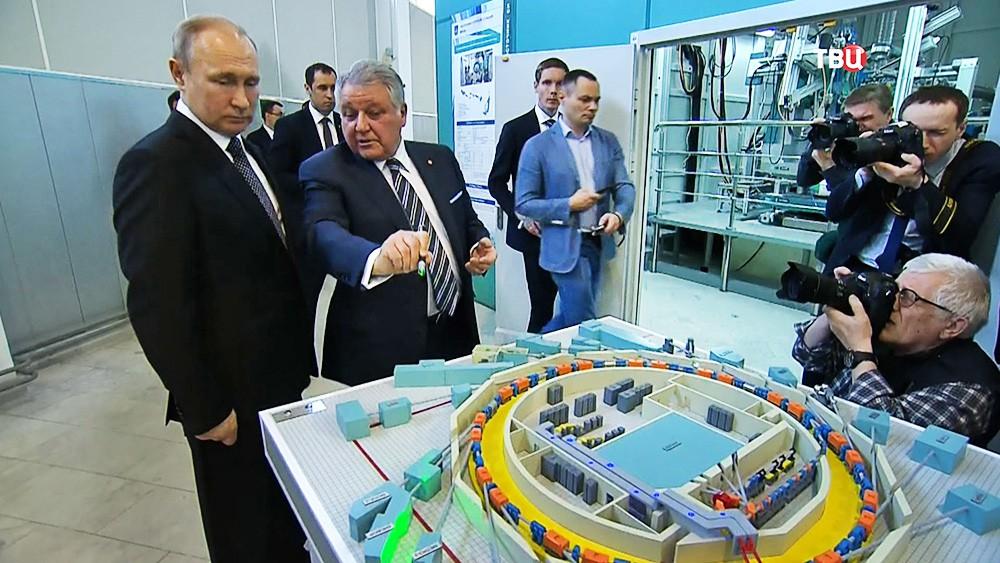 Владимир Путин и глава Курчатовского института Михаил Ковальчук